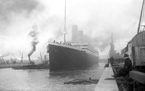 El Titanic dejando Southampton, el 10 abril de 1912. Comienza su primer viaje a Nueva York, del cual nunca retornaria.